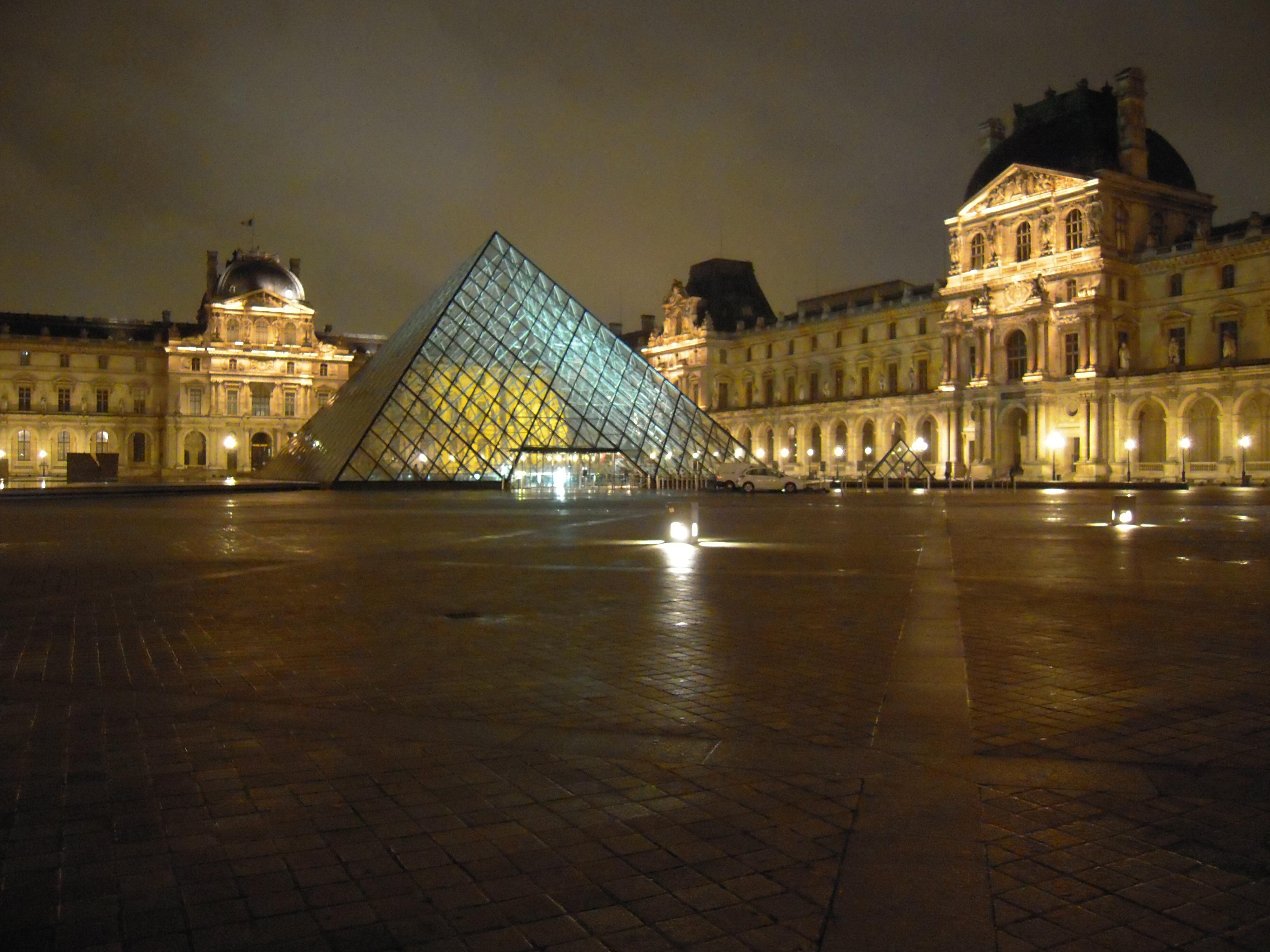 Secret entrance into the louvre museum le michaux for Secret paris
